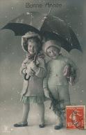ENFANTS - LITTLE GIRL - MAEDCHEN  - Jolie Carte Fantaisie Portrait Enfants Avec Parapluie Sous La Neige - Portraits