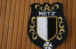 MILITARIA Caserne Séré METZ (57) ECUSSON BLASON TISSU BRODé: 2é Régiment Militaire Génie Brigade Franco Allemande 3é RH - Ecussons Tissu