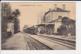 CPA LES ROSIERS 49 LA GARE AVEC TRAIN - Stations With Trains