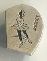 FIGURE SKATING - Moscow, Russia, Vintage Pin, Badge - Skating (Figure)