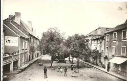 Aveyron : Réquista, Place Du Monument Aux Morts - Francia