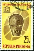REPUBBLICA INDONESIA, COMMEMORATIVO, ANNO INTERNAZIONALE EDUCAZIONE, UNESCO, 1970, FRANCOBOLLO USATO, Scott 795 - Indonésie