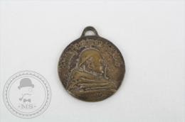 Old Medal Dom Perignon 1638 - 1715, Moët & Chandon 1743 Champagne - Francia