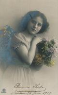 ENFANTS - LITTLE GIRL - MAEDCHEN  - Jolie Carte Fantaisie Portrait Jeune Fille Et Fleurs - Portraits