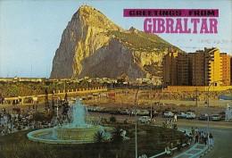 7184- POSTCARD, GIBRALTAR- NORTH VIEW OF THE ROCK, SQUARE, FOUNTAIN, CAR - Gibilterra