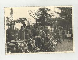 84997 VECCHIA FOTO RADUNO MOTO CON  LAMBRETTA AL GHISALLO MAGREGLIO COMO   CM 10 X 7 CIRCA - Luoghi