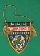 GAGLIARDETTO CALCIO INTER CAMPIONE DEL MONDO E D´EUROPA 1965 - Habillement, Souvenirs & Autres