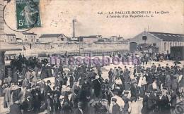 17 - LA PALLICE - Les Quais à L'arrivée D'un Paquebot     -  2 Scans - France