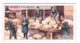 Ogden´s Cigarettes Card - Royal Mail Serie N° 48 - Unloading A Mail At The G.P.O. - Ogden's