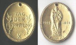 DDR - GDR - PINS  - TAG DER BEFREUNG - 1955 - Militaria