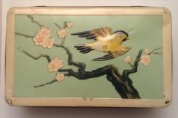 Boîte En Fer De Marque Lonka - Autres Collections