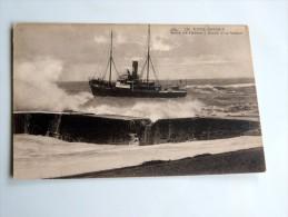 Carte Postale Ancienne : Barre De L' Adour : Sortie D' Un Bateau - Anglet