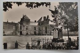 COULONGES SUR L AUTIZE CHATEAU ET MONUMENT AUX MORTS DE 1914 18 - Coulonges-sur-l'Autize