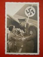 """Sw.-Propaganda Photo-Hoffmannkarte """"Hitler Mit Mädchen Am Flugzeug"""" Von Deutsches Reich, Gelaufen 1940 - Allemagne"""