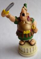 FIGURINE ASTERIX PLASTOY 2002  CENTURION SUR SOCLE TBE Pièce De Jeu D'échec En PVC 2006 - Asterix & Obelix