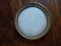 Joli Petit Cadre Sous Verre Ancien En Bronze - Anciennes (Av. 1900)