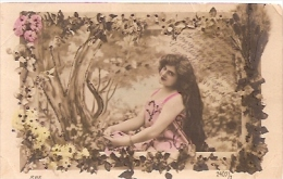 HUSSY GIRL PÍCARA COQUINE FEMME LONG HAIR Nº 2407/3 TIMBRE ARRACHES COLOR DETAILS GLITTER ED.B.N.K CIRCULEE 1900  GECKO. - Femmes