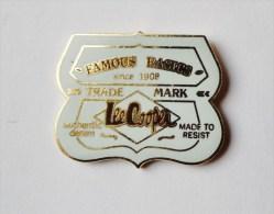 Pin's Lee Cooper - 32R - Marche