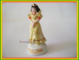 Bal Des Princesses De Disney ...  Blanche Neige Et Aurore... Ref AFF : 29-2010 .. (pan 003) - Disney