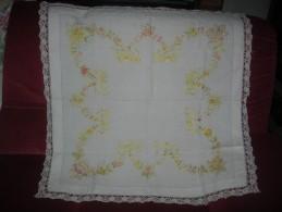 Napperon   Brodé 80 X 80 Cm Env. - Laces & Cloth