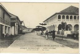 Carte Postale Ancienne Côte D´Ivoire - Grand Bassam. Rue Bouet - Côte-d'Ivoire