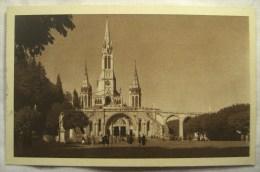 Cpa Cpsm LOURDES La Basilique Et Le Parvis 2 Scans Postcard Ancienne Carte Postale - Lourdes