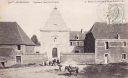SART-LES-MOINES - Façade Et Parvis De L'Eglise - Charleroi
