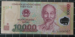 Vietnam UNC 10000 Dong Polymer Banknote 1 Piece Sea Oil - Vietnam