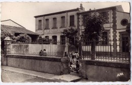 66  -cpsm -   Sainte Marie   - Le Groupe Scolaire    N° 202 - Frankrijk