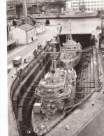 photo originale  batiment militaireM 622 Autun et M 624 Colmar en cale seche