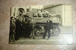 RARE !! WW2 MILITARIA - MESVIN HYON - CHAR AMERICAIN AVEC GI ET HABITANTS ( LIBERATION MONS SEPT. 1944 ) - CARTE PHOTO