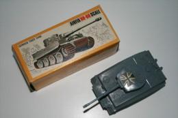 Airfix German Tiger Tank, Scale HO/OO, Vintage, Issued 1960 + Original Box - Figurines