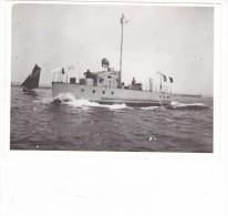 photo batiment militaire marine francaise CF 1 chaloupe fluviale sign�e et cinematographique des arm�es