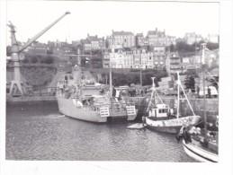 photo originale batiment militaire marine francaise lot 2 photo dragueur Mytho a granville 1970