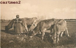 BERGERE FILEUSE COUTURIERE VACHES SUISSE METIER CAMPAGNE AGRICULTURE METIER - Elevage