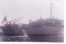 photo originale batiment militaire marine francaise M 617 garigliano en parade  a bastia juin 1991
