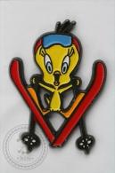 Warner Bross, Looney Tunes Character: Tweety Bird Skiing - Pin Badge #PLS - Cómics