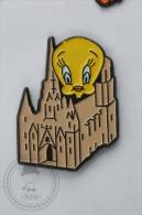 Warner Bross, Looney Tunes Character: Tweety Barcelona Cathedral- Pin Badge #PLS - Cómics