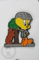 Warner Bross, Looney Tunes Character: Tweety Madrid, Spain Suit - Pin Badge #PLS - Cómics