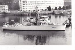 photo originale batiment militaire marine francaise M 620 berlaimont entrant au port  signee martinelli