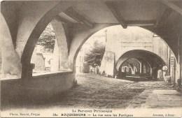 LA RUE SOUS LES PORTIQUES - Roquebrune-sur-Argens
