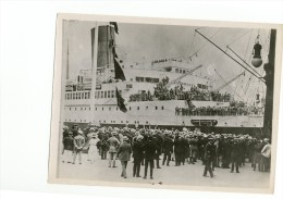 """F3-1 Paquebot """"Paris"""" arrive a New York (en Am�rique) ann�e 1921 foule evenement americain"""
