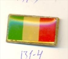 131-4. Pin Bandera Italia - Ciudades