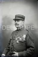 Négatif Plaque De Verre 12x17cm Soldat Militaire Gradé Capitaine 2 Eme Régiment Avec 4 Médailles Décoration Fourragère - Glasplaten