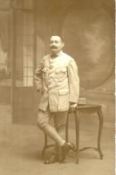 A Identifier; Cpa Photo D'un Soldat (poilu) Photographié Par Leon Caron( Né En 1841)à Amiens.tampon Au Dos. - A Identifier