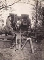 Photo 1915 Secteur BAS-WARNETON (Comines, Komen) - Un Artilleur Allemand Et Son Canon, Auteur De L´album (A88, Ww1, Wk1) - Comines-Warneton - Komen-Waasten
