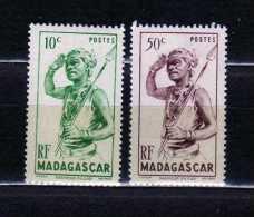 R- 684  Madagascar   Danseur  du Sud  nuevos con   goma, no fijasellos
