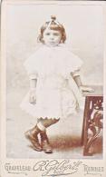 24128 Photo Fillette Girl Format Carte Visite Photographe Graveleau -Gilbert Rennes Boulevard Liberte - Personnes Anonymes