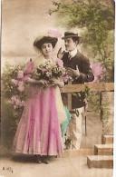 PAREJA COUPLE PAAR MA MOITIÉ LOVERS BOYFRIENDS NOVIOS GROOMS ENGAGEMENT ED.DEPOSÉ CIRCULEE C.1906 TIMBRE ARRACHES GECKO. - Koppels