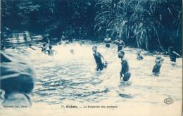 GABON - LA BAIGNADE DES PORTEURS   ( PRIX FIXE !! ) - Gabon